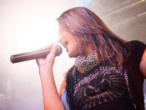 Die Sängerin unserer Partyband zur Firmenfeier